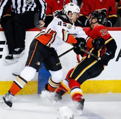 Mangiapane scores late winner to lift Flames over Ducks 2-1