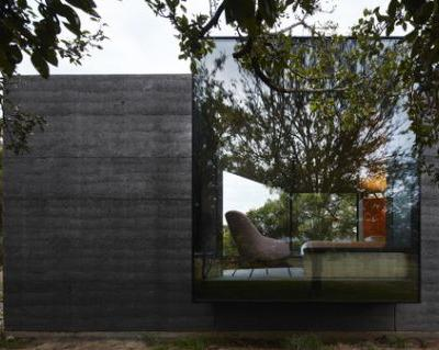Pavilion Between Trees / Branch Studio Architects