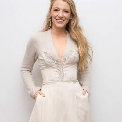 Did Blake Lively Photoshop Heels Into Her Voting Photo? A Serious Investigation