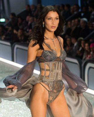 Bella Hadid Just Slayed Her 1st Victoria's Secret Show Ever
