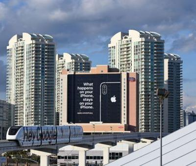Apple Appears to Taunt Google and Amazon With Giant Ad at CES