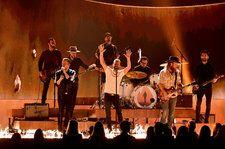 Dierks Bentley & Brothers Osborne Singe CMA Awards Stage With 'Burning Man'