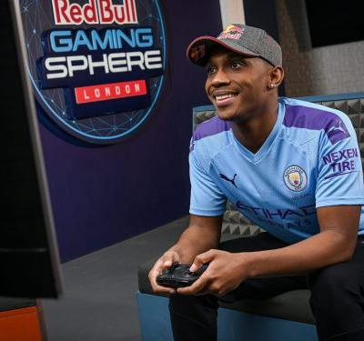 I'm an esports soccer player who won $10,000 in an online FIFA 21 tournament. Anyone can become an expert at gaming - here's how I did it