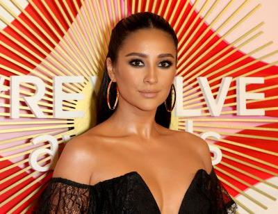 Shay Mitchell's Instagram Story About Her Miscarriage Calls For More Compassion In 2019