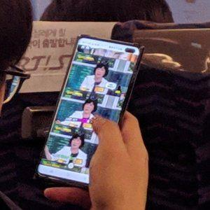Samsung Galaxy S10+ flaunts large screen cutout in first live image leak
