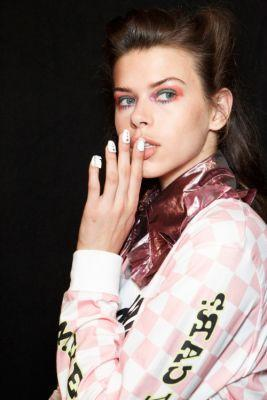 TheList: The Best Beauty Looks From London A major color wave