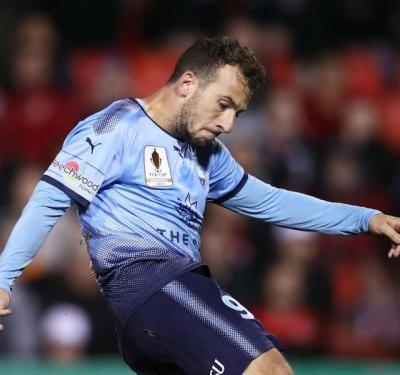 Adelaide United 1 Sydney 1: Debutant Le Fondre rescues a point