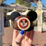 Chocolate-Lovers Can't Stop Drooling Over This Mickey Mouse Hat Dessert at Disneyland