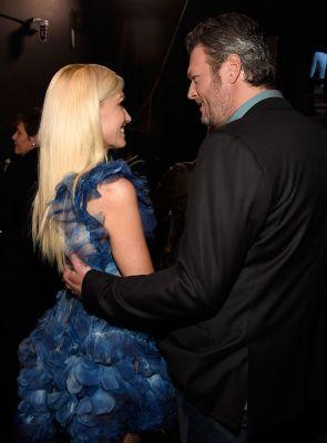 """Blake Shelton Says He Has the """"Hottest Date"""" at the People's Choice Awards - It's Gwen Stefani!"""