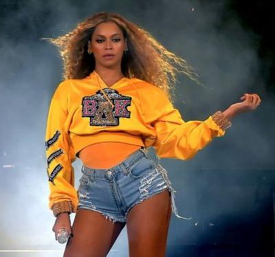 Beyoncé had a wardrobe malfunction during her Coachella performance - and she handled it so flawlessly that you probably didn't even notice
