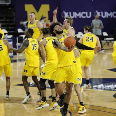 Michigan men's basketball clinches Big Ten title with blowout win vs. Michigan State