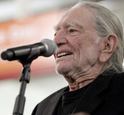 Ol' Blue Eyes Cryin' in the Rain? Willie Nelson's next album salutes Sinatra