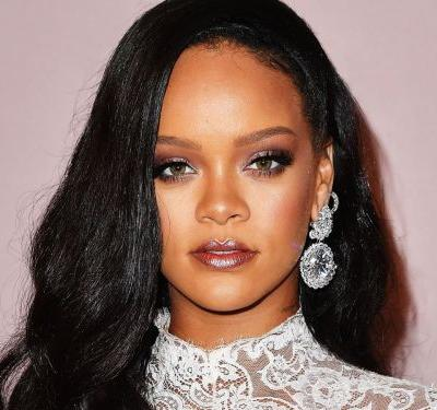 Rihanna's First YouTube Tutorial Proves That Highlighter Is A Full-Time Job