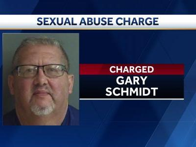 Des Moines man accused of inappropriately touching 3 girls