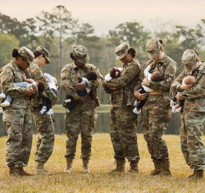 Breastfeeding Soldiers Re-create 3-Year-Old Viral Photo -and It's Even More Awe-Inspiring Now