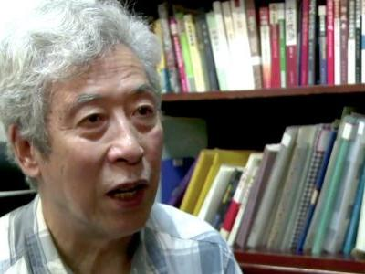 A renegade Chinese professor who was forced off-air while criticizing the government says he was locked in his apartment and told to make up a story that he left town
