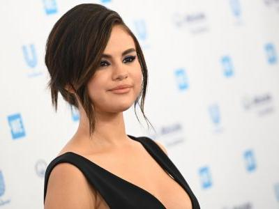 Selena Gomez Shows Off Her Amazing Curves in a Sexy Black Dress