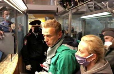 WATCH Russian opposition figure Navalny being detained at passport control at Moscow airport