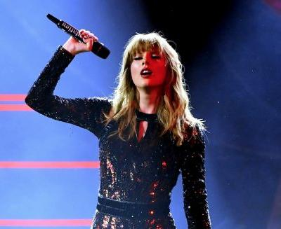 Taylor Swift Kicks Off The 2018 American Music Awards With Dazzling Performance Of 'I Did Something Bad'