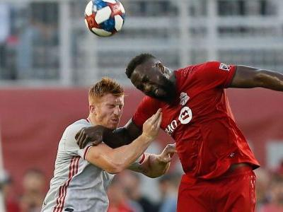 Altidore's flick helps Toronto dispatch Red Bulls