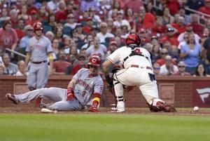 Castillo helps Reds shut down Cardinals
