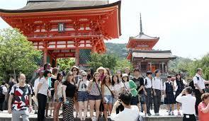 Record 30+ million foreign tourists to set foot in Japan in 2018