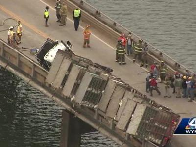 Tractor-trailer carrying chickens teeters at edge of bridge after deadly crash