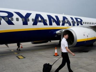 33 people hospitalized, some bleeding from their ears, after Ryanair flight loses pressure