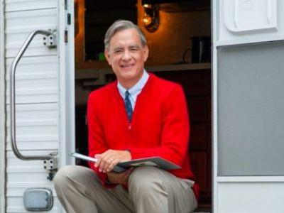 'A Beautiful Day in the Neighborhood' Image Gives Us a New Look at Tom Hanks as Mr. Rogers