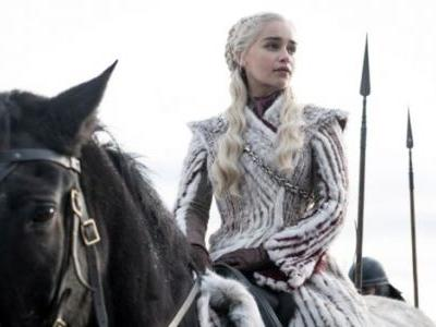 'Game of Thrones' Star Emilia Clarke Posts Emotional Farewell Hours Before Series Finale