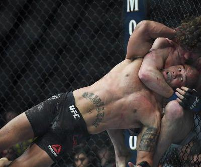UFC 235 results: Ben Askren survives vicious onslaught, earns controversial stoppage over Robbie Lawler