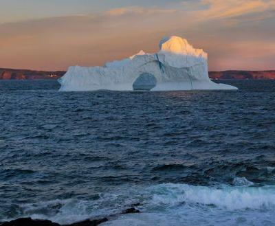 Sunrise, Iceberg