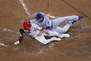 Suarez singles in rain, Reds slow Cubs' surge with 4-2 win