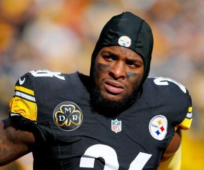Pittsburgh Steelers players raid Le'Veon Bell's locker after deadline passes