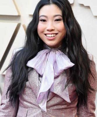 Every Product Used to Create Awkwafina's $846 Oscars Beauty Look