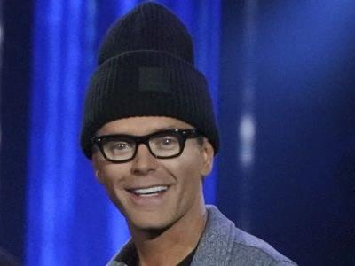 American Idol Substitute Host Bobby Bones Didn't Realize How Awkward Ryan Seacrest's Job Is