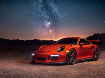 Your Ridiculously Awesome Porsche 911 GT3 RS Wallpaper Is Here