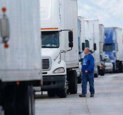 Truck drivers wait an average of 2.5 hours at warehouses unpaid - here are the 10 cities where truckers wait the longest