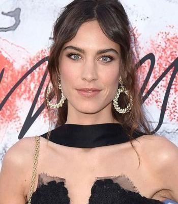 Blog: Alexa Chung - Bronzed Babe! Summer Copper Eye Look