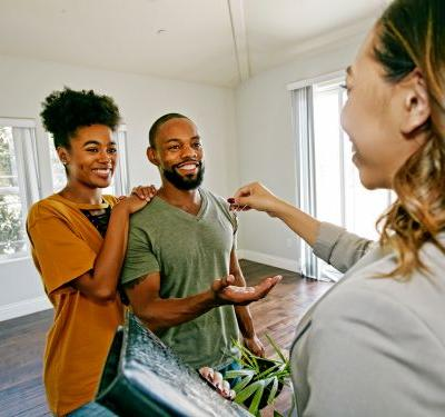 Real estate agents reveal the top tips and tricks for using Zillow like a pro to buy or sell a home