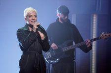 Lily Allen Performs Emotional New Song 'Three' On 'Late Night With Seth Meyers'