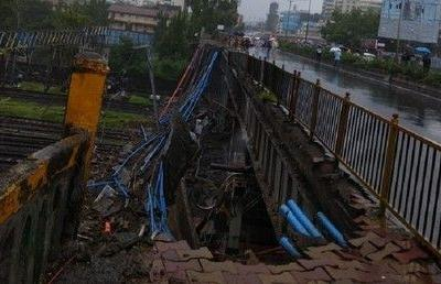 Bridge collapse in Mumbai, India, halts train traffic