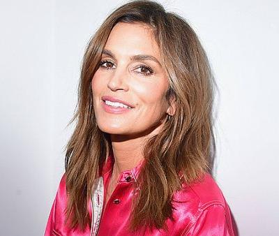 Cindy Crawford's Makeup-Free Selfie Attracts Celebrity Fans