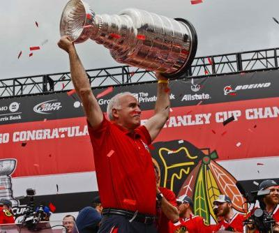 Fired Blackhawks coach Joel Quenneville tailgates with Bears fans before Vikings game