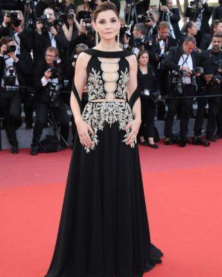 Clotilde Courau was regal in GEORGES HOBEIKA for the premiere of
