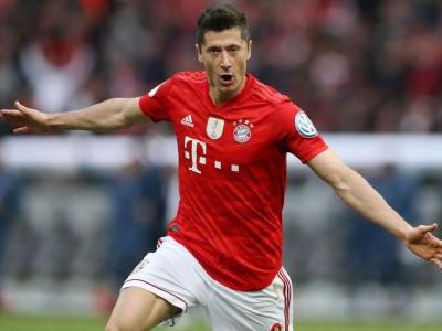Bayern seal double with Lewandowski brace