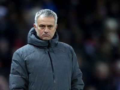 Hoddle: Man Utd look like they're playing with chains on