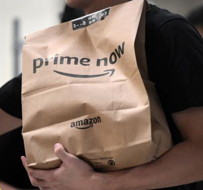 Amazon is giving Amex cardholders who haven't tried its 2-hour delivery service, Prime Now, $20 off their first order - here's how to get the deal