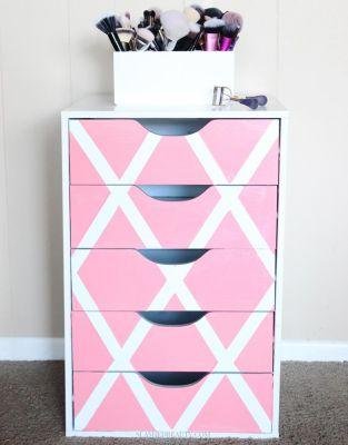 Easy Paint Project: Beauty & Makeup Drawers Makeover