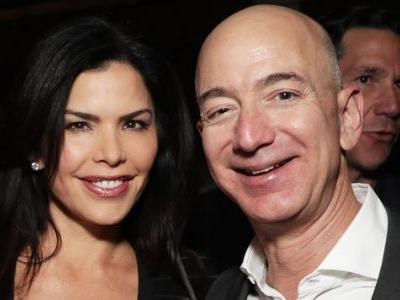Jeff Bezos And Lauren Sanchez Enjoyed Public Dinner Together Before Alleged Affair Was Revealed - Pic